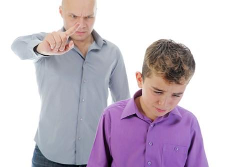 educar con gritos, disciplina, regañar