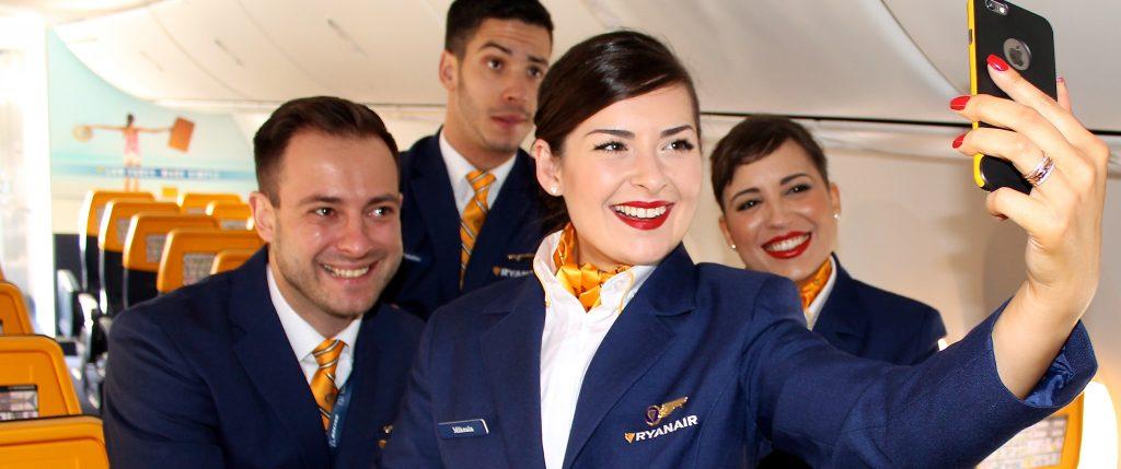 Resultado de imagen de personal de vuelo Ryanair y Crewlink