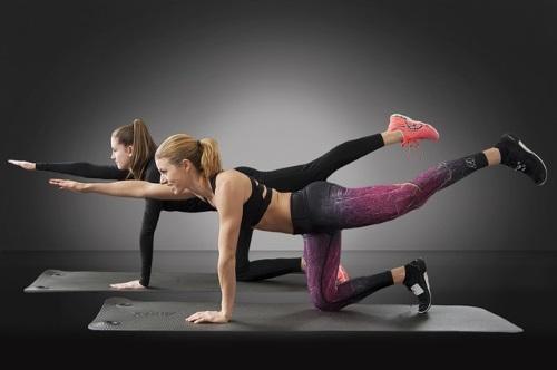 ragazze esercizio crossfit