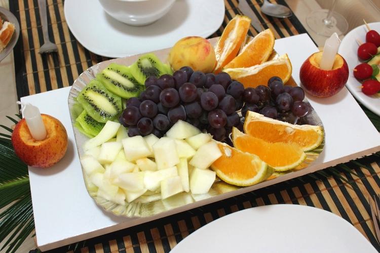 piatto di frutta mista
