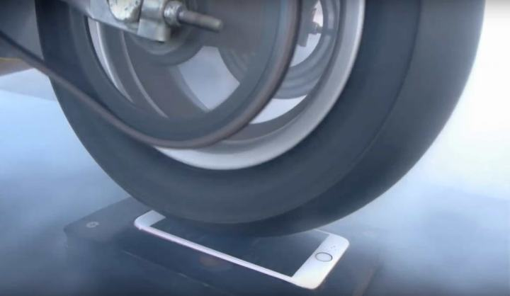 neumático sobre un iPhone