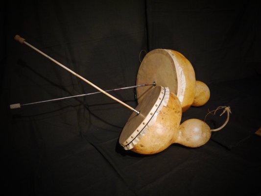 petadou pignata brametoupi bramabiau bramavaca tambour à friction roucounaire