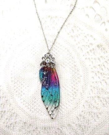 תליון כנפי פיה בצבעי הקשת עם שרשרת