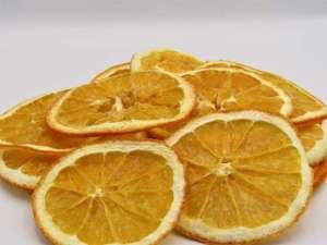 Αποξηραμένα πορτοκάλια βιολογικής καλλιέργειας για διακόσμηση.