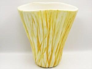 Χειροποίητο Κεραμικό βάζο σειρά ''abstract'' κίτρινο δουλεμένο στο χέρι. Διαστάσεις 18εκ Χ 11εκ Χ18εκ