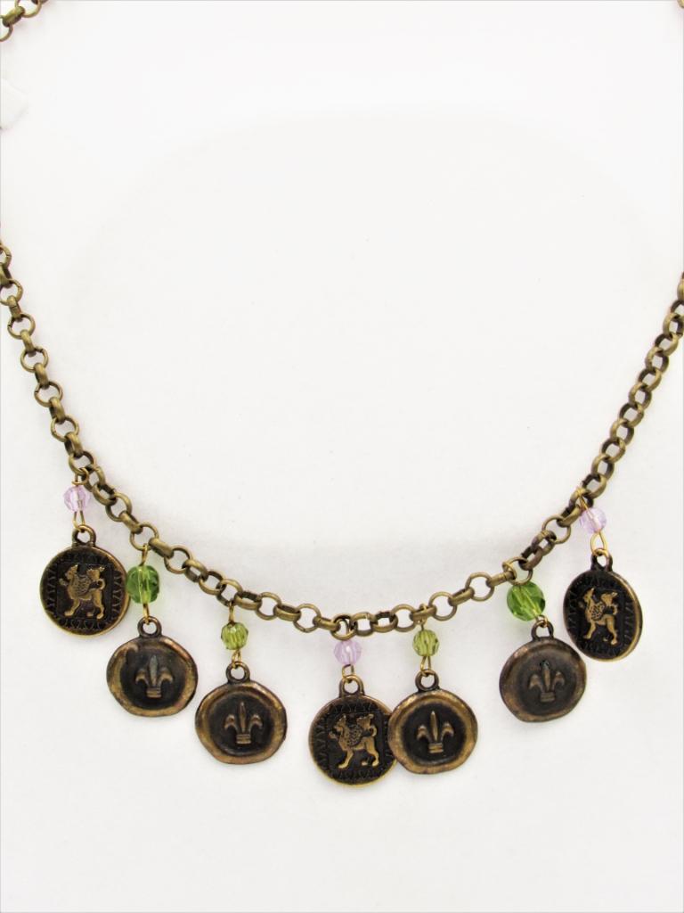 Κολιέ χρυσό κοντό vintage με μεταλλικά στοιχεία , κρυσταλλάκια και χρυσή αλυσίδα δημιουργημένο από άτομα με νοητική υστέρηση. Δημιουργίες η Σμίλη