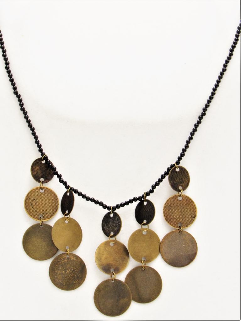 Κολιέ κοντό αλυσίδα μαύρη από χάντρες vintage με χρυσά στοιχεία κρεμαστά