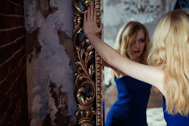 divination des formes dans un miroir