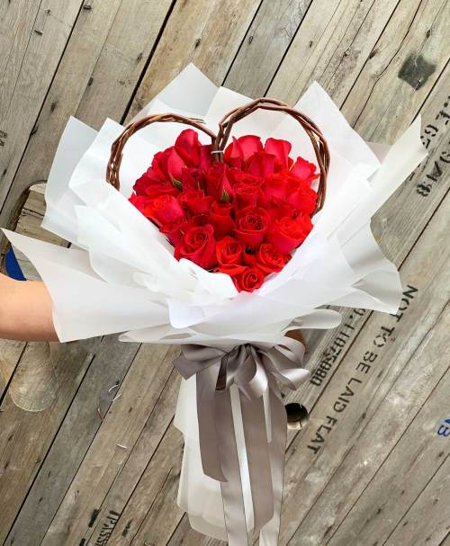 My Heart For You Rose Bouquet | Hand Bouquet Flowers | Eska Creative Gifting