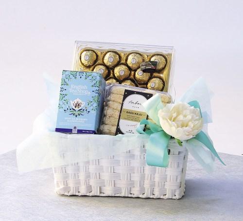 Chocolates and Tea | Food Hampers | Eska Creative Gifting