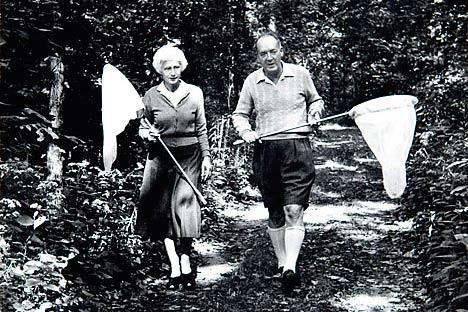 vladimir-Nabokov-ve-Vera-Nabokov-kelebek-yakarken