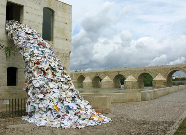 kitaplardan-oluşan-muhteşem-yapilar-Alicia-Martin-2