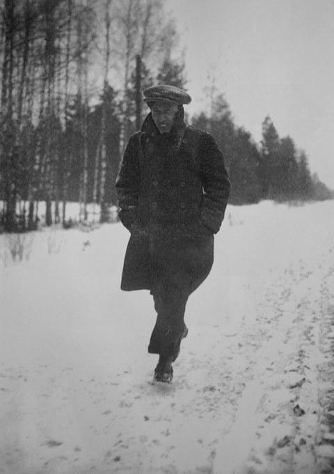 Boris-Pasternak-making-a-trek
