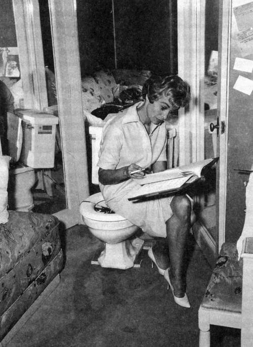 Janet-Leigh_reads.