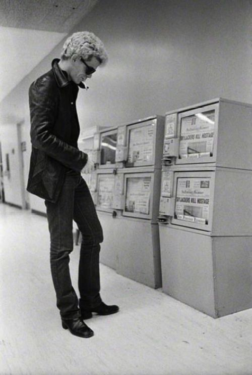 Lou-Reed-reads