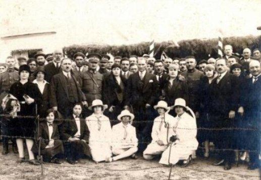 Mustafa-Kemal-Ataturk-un-genclerle-cok-ozel-fotograflari-4