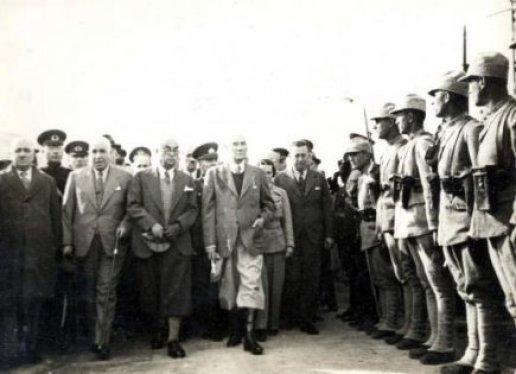 Mustafa-Kemal-Ataturk-vefatindan-kisa-bir-sure-once-ve-Celal-Bayar-ile-birlikte-Trakya-manevralarinda