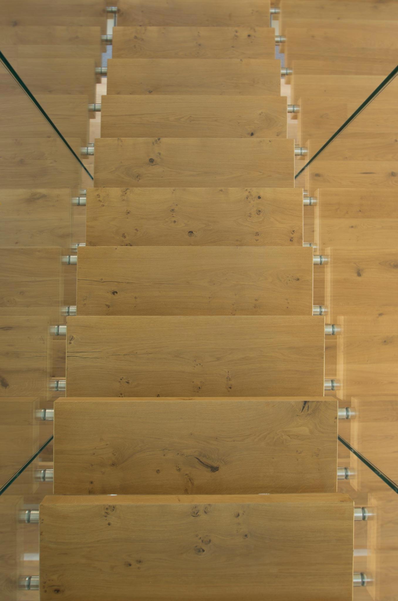 ES Amg escalier vtc 20 05 004 - Montée en transparence