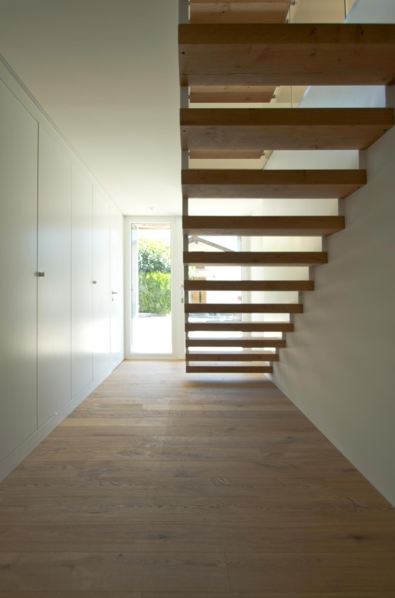 ES Amg escalier vtc 20 05 005 - Montée en transparence