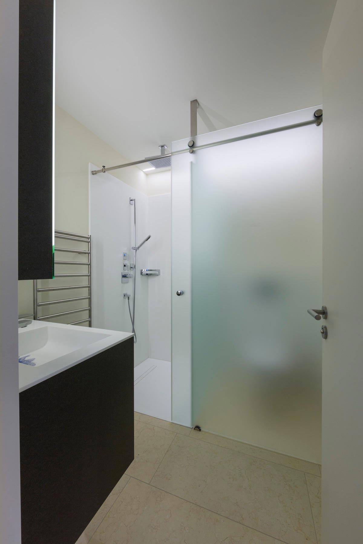 ES Man 5192 sb vtc 20 05 022 - Lilo 1 Une salle de bain coulissante