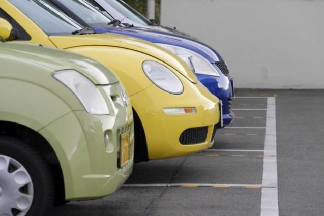 自動車の車幅感覚を身につける方法