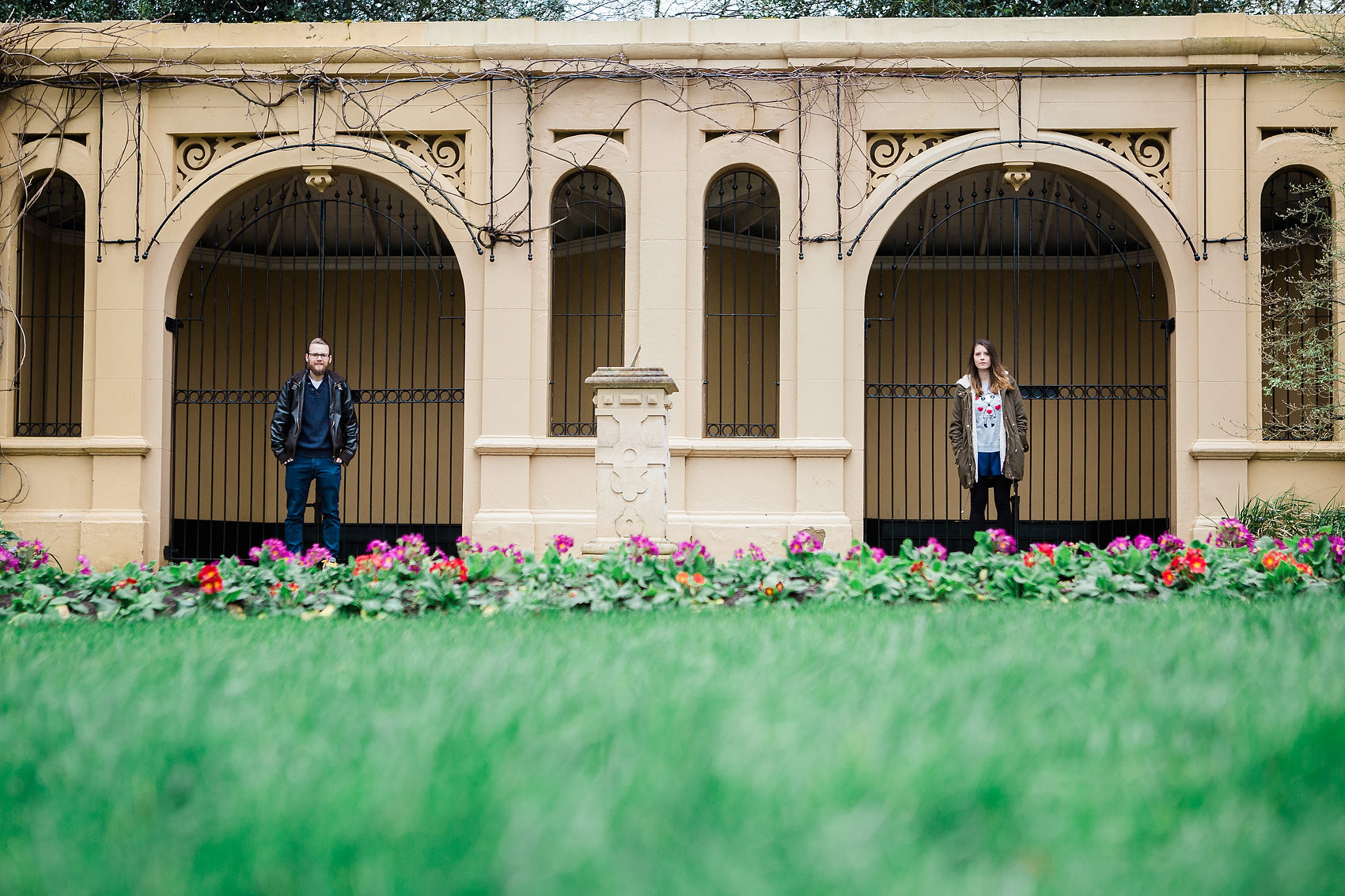 quirky photo in jephson gardens bride and groom look cool