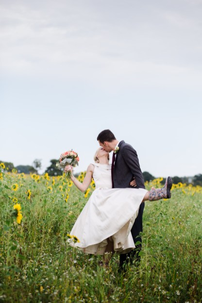 bride and groom kiss in sunflower field swallows nest banr