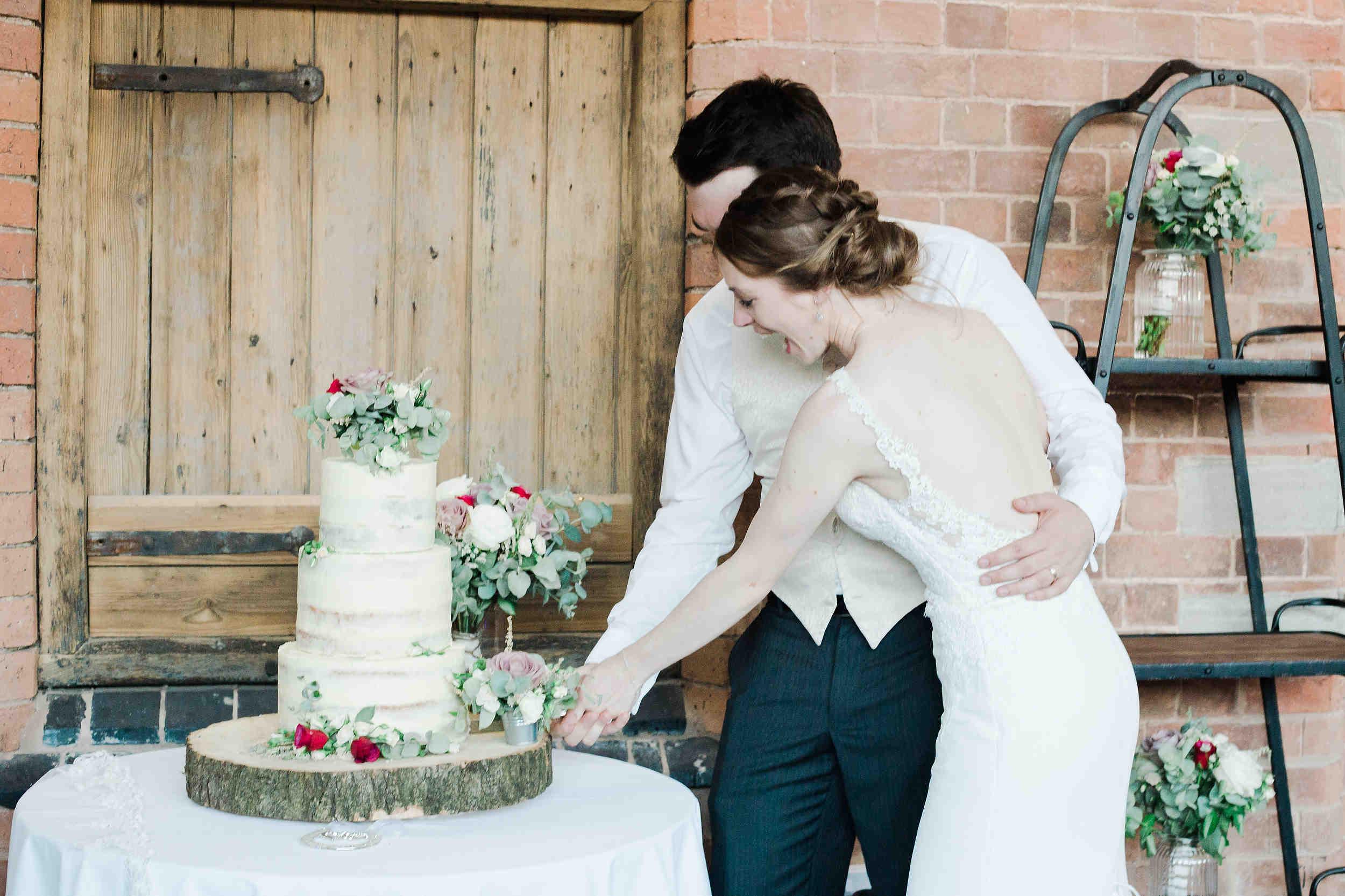 cutting of the cake wedding