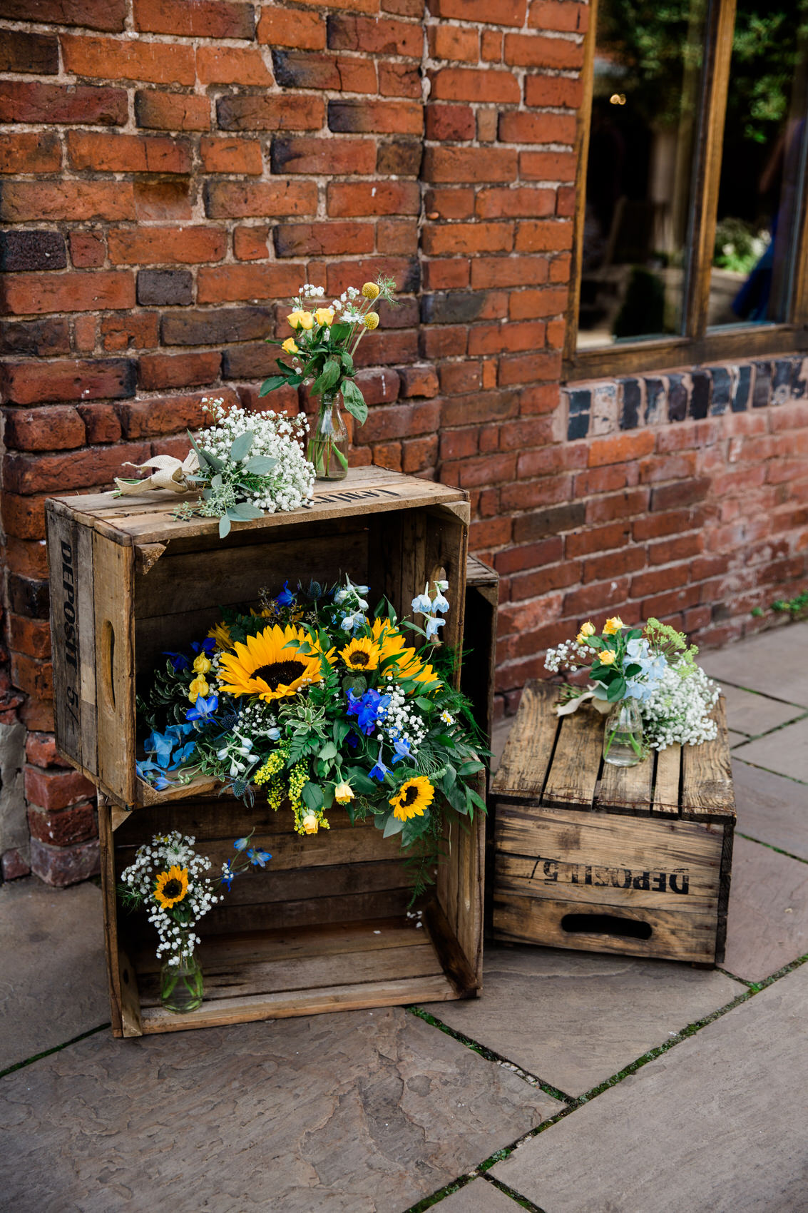 yellow and blue wedding decor