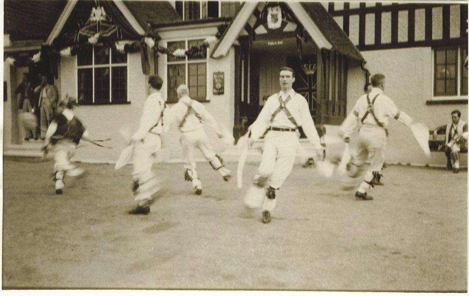 Nutfield 1937. Ken Constable centre, facing camera