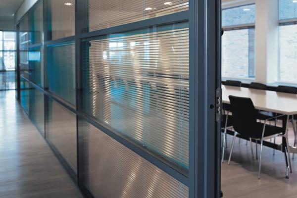 store de bureau integre a la cloison boitier de 25 x 25 mm lame finale 20 x 9 mm supports de fixation pose plafond bloqueur de lame finale possible