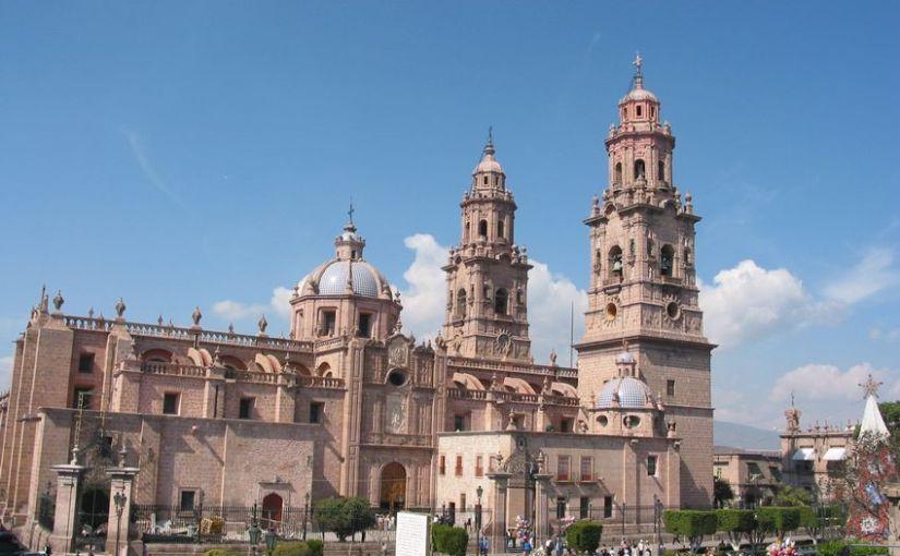 Catedral de Morelia y plaza Melchor Ocampo en 2003