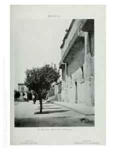 Fachada del Palacio Episcopal. Nótese el monumento a Morelos, en el extremo izquierdo.
