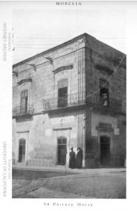 Esquina de las actuales calles de Galeana y Av. Madero Poniente.