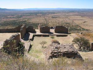 Pirámide de los Sacrificios, donde presumiblemente se ofrecían doncellas y niños a los dioses, vista desde la Terraza 18.