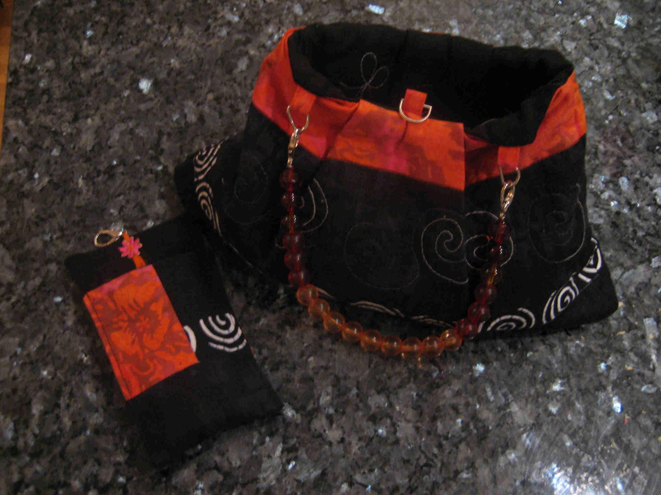 Lenas vendbare veske, sort og orange
