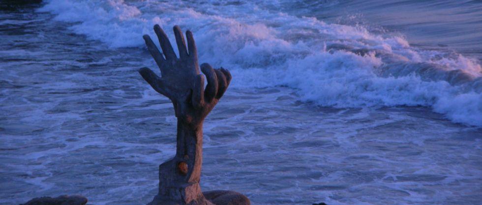 Monument on Zicatela beach