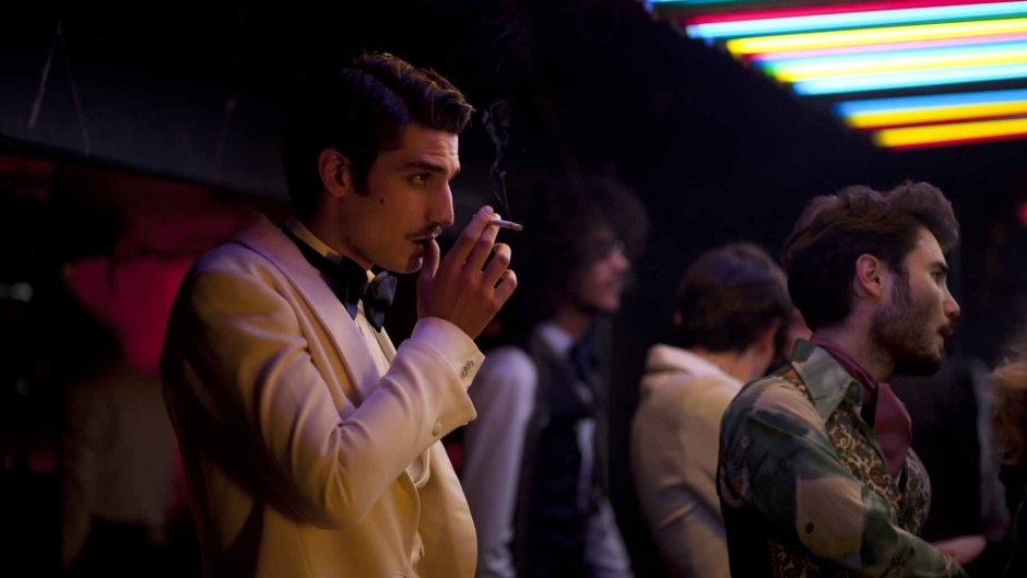 Saint Laurent, Bertrand Bonello avec Gaspard Ulliel. Critique cinéma par le blog Esperluette (Grand Prix Ciné Elle 2014)