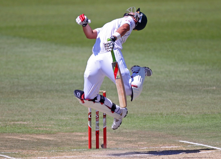 Kallis swerves ... in vain (via Cricinfo)