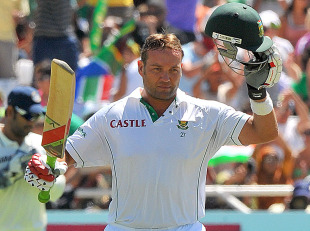 Jacques Kallis added some key runs with the tail, South Africa v India, 3rd Test, Cape Town, 2nd day, January 3, 2011