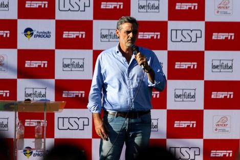 German Hartenstein, general manager, ESPN Brazil, dedicates safe play space to São Remo community. (Rogério Sousa Silva)