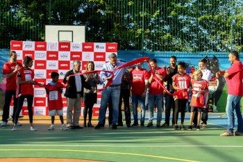 ESPN's German Hartenstein is joined by Ana David (ESPN Brazil, legal director with responsibility for community engagement) and representatives from project partners love.fútbol, Vencer and the University of São Paulo as well, as local kids for the offical ribbon cutting at the community sports court in São Remo, São Paulo. (Rogério Sousa Silva)