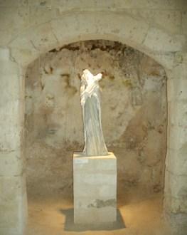 Polietilene con rose, 1997, gesso, polietilene, cm 104x35x35
