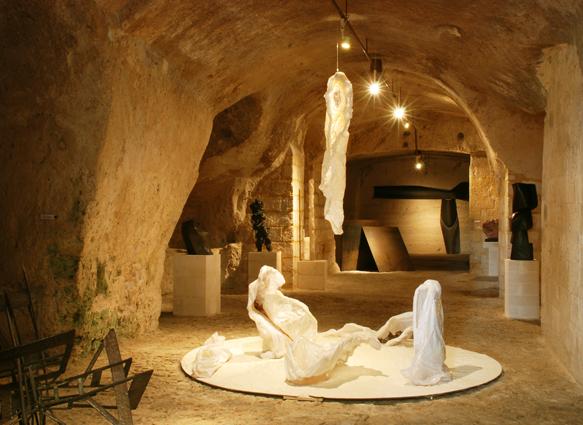 Presepe traslucente di Barbara Salvucci, 2011, resina, tessuto, legno, carta, cm 300x300