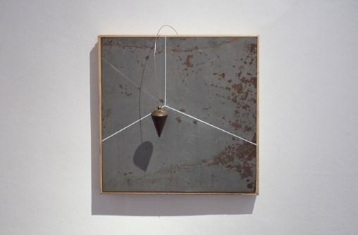 Spazio,-2012-lamiera-incisa-e-dipinta,-filo-a-pimbo-e-acciaio,-cm.-40x40x15