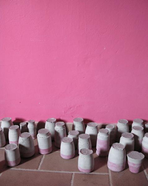 La cura, 2011, I piccoli riti del quotidiano, veduta e particolare dell'installazione cemento, acquarello dimensioni variabili