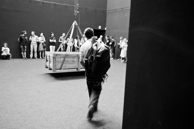 DC, Questa sosta non è un orto, performance di Mario Tomè, 2012. Foto Giacomo De Donà