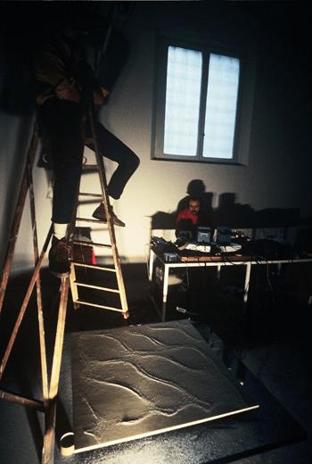 Alvin Lucier, Backstage of The Queen Of The South, 1974. Photo: Gianni Melotti. Courtesy: la Biennale di Venezia