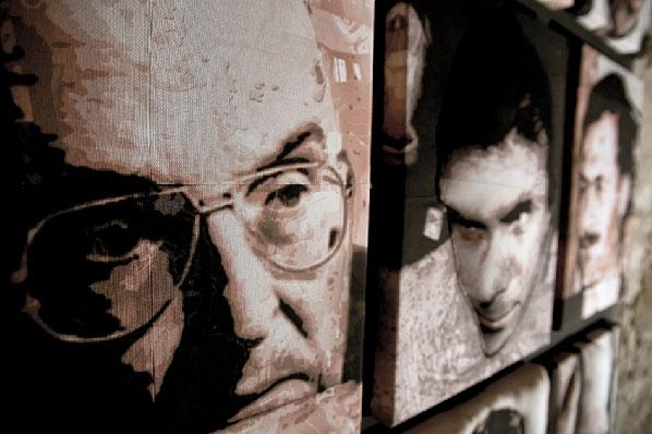 Gerardo Paoletti, La sazietà genera il delitto, aeropenna acrilica su cotone cucito in estroflessione + proiezione video in animazione - 12 pz. - cm 65x87,5 - 2012 - Antico Frantoio di Quiesa