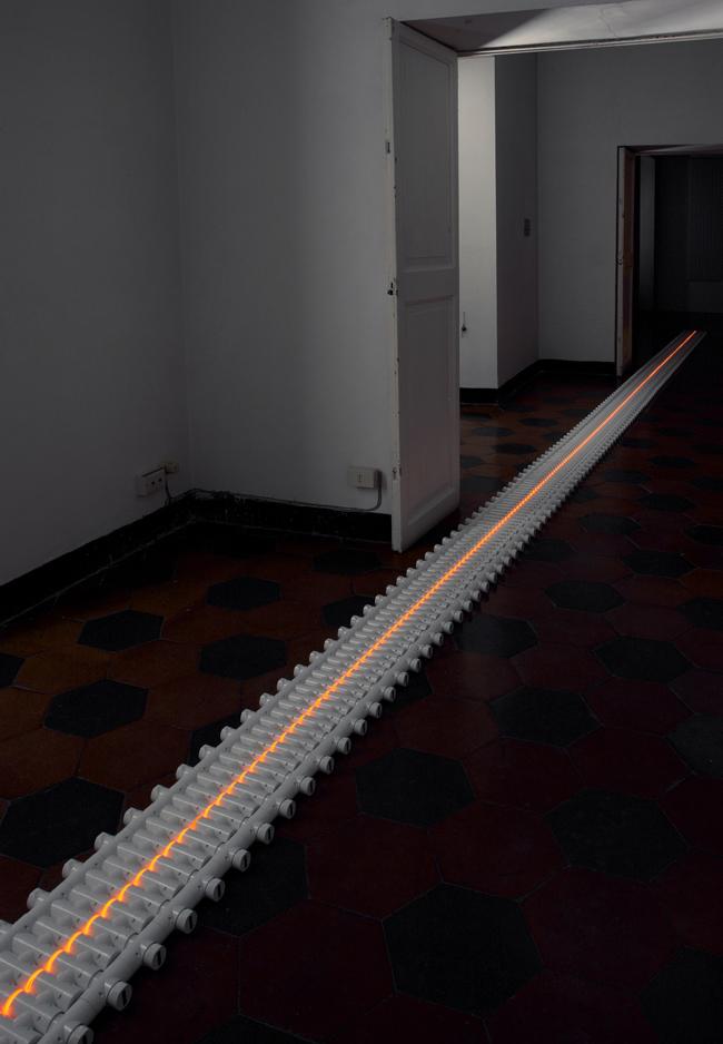 Shay Frisch Campo 4011 N, 2010 componenti elettrici 315 x 315 cm Courtesy Haunch of Venison New York